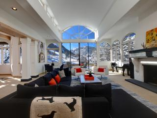 Sun drenched ski in/ski out Aspen Home