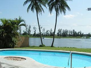 Fantastic  House  Private Lake in Fort Lauderdale, aluguéis de temporada em Lauderhill