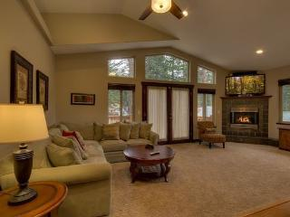 Tahoe Luxury Home - w/ hot tub, near stores, Lago Tahoe