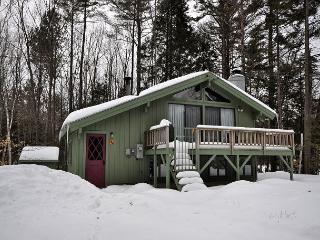 Cozy 3BR Chalet Near Attitash. Pets welcome. Discount Lift Tickets Available!