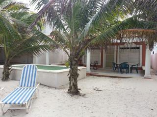 BeachFront House, furnished, security24/7, Chicxulub