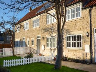 MEWS COTTAGE stone-built, town amenities,near walks, cycling, WiFi in Helmsley Ref 933163