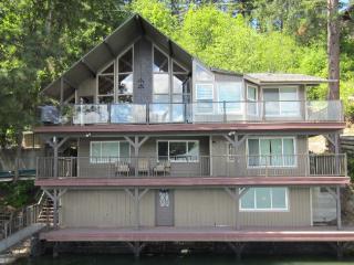 On the Lake! Hayden Family Cabin Retreat, Hayden Lake