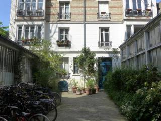 Studio   Paris Montparnasse district (954)