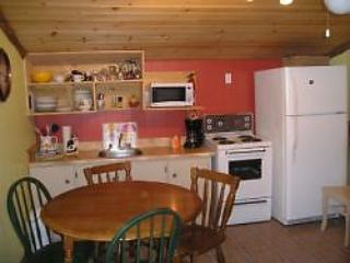 ALBA COTTAGES (2BR LG + Futon)  BEACH AREA #1, alquiler de vacaciones en Stayner