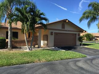 Bedroom Home In Community With Nice Amenities, Fort Myers