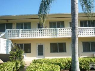 Beautiful 2 bedroom 1 bath in the perfect location!!, Napels