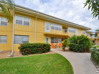 Cheerful and bright condo in perfect Olde Naples location!