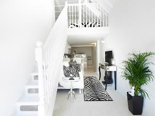 Bijoux Boutique Studio With Private Garden 30 mins to London by train.