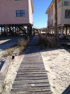 Deeded walkway directly in front of the house takes you to the beach in about 1 minute!