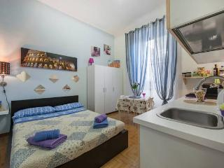NICE STUDIO NEAR THE COLOSSEUM FOR 2 PEOPLE