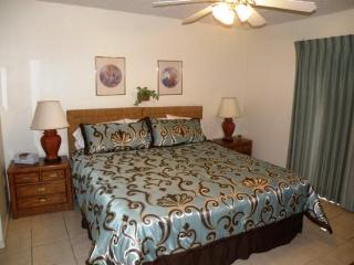 Ocean view condo, w/shared pool, hot tub, & prime location, South Padre Island