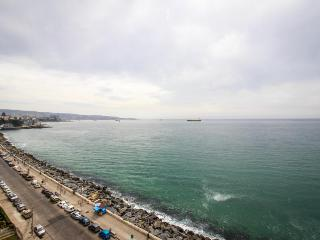 Cozy oceanfront condo for 5 right on Avenida Peru!, Viña del Mar