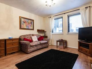 Spacious central studio apartment, Edinburgh