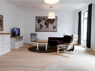 Spacious La Monnaie 2B apartment in Brussel centrum with WiFi & lift.