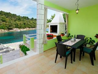 Charming house just steps from the sea, Vela Luka