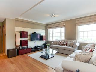Stunning Knightsbridge 3 Bed 3 Bath Free WiFi