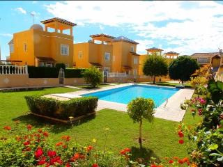 Lomas Del Golf Holiday Apartment with shared pool, Villamartin