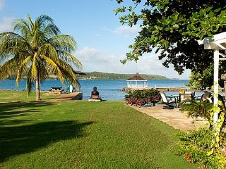 A Summer Place on the Beach - Ideal for Couples and Families, Beautiful Pool and Beach, Discovery Bay
