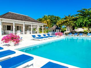Heated Pool & Hot Tub, Chef & Butler, Great for Families & Couples, Resort Amenities, Montego Bay