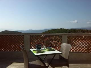 Maison et terrasse 2 personnes vue panoramique, Belesta