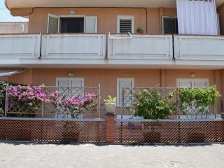 Apartment near Giardini Naxos sea, front of Etna