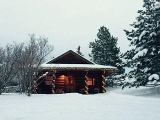 Charming Cabin on 42 acres <5 min to downtown, Bozeman
