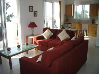 LARGE 2 BEDROOM APT, 3 BALCONIES IN KATO PAPHOS, Paphos