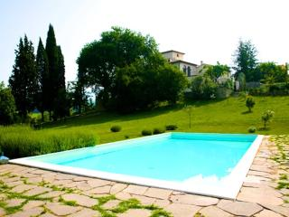 APRT IN HISTORICAL VILLA WITH SWIMMING POOL, Ciliegi