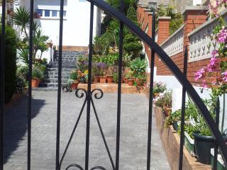 Casa con bonito jardin cerca del mar, Sitges