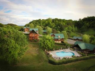 Family Getaway Cabins at the Crossing, Sevierville