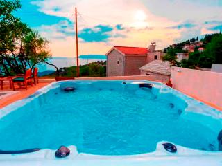 Holiday house MAKARANA with jaccuzzi and seaview, Makarska