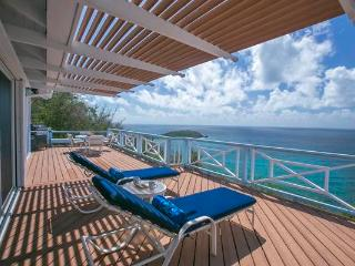 Ballena Blue: Panoramic Views of Hart Bay and St. Croix!, East End