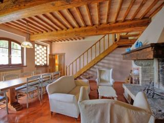 Tuscany Farmhouse Close to a Castle - Casa Berto, Montespertoli