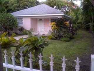 2 bed/1 bath Sugar Apple Cottage & garden, Nassau