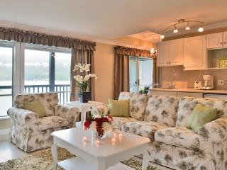Oceanside - Sea Breeze Luxury Suite, Sechelt