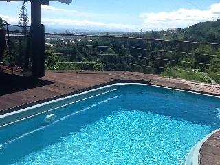 Villa avec piscine et superbe vue mer sur les hauteurs de saint denis