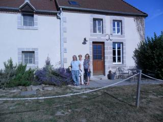 Holiday Cottage sleeps 8-10: with pool, Boussac