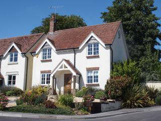 Wren Cottage, Tolpuddle, Dorchester - a lovely quiet dog friendly stay with wifi