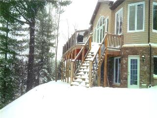 Executive Cottage!snowmobile Central!, North Bay