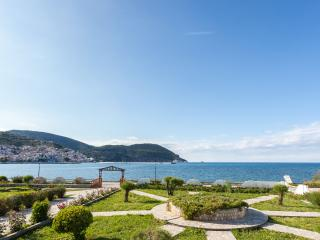 Del Sol, Villa Apartment across sea, pool & Tennis, Ciudad de Skopelos