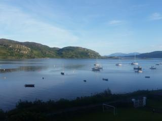 Waterside holiday house with Mooring Scotland, Tighnabruaich