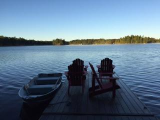 Charming Family Friendly Getaway On Crystal Lake, Kinmount