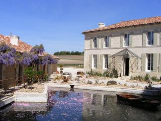 Hidden Gem-Water Mill B&B with a Private Chef, Saint-Maigrin