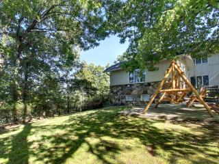 4 br home; pool and overlooking the parkway