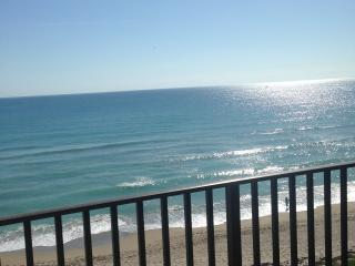 Beautiful Ocean Front Condo, Jensen Beach