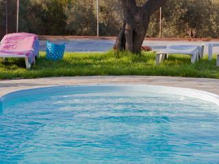 Del Sol. Apartments across the beach, pool &Tennis