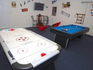 324AL. 4 Bedroom 3.5 Bath Pool Home with Games Room