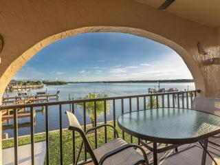 Bayfront with boat dock. 90 second walk to beach!, Manasota Key