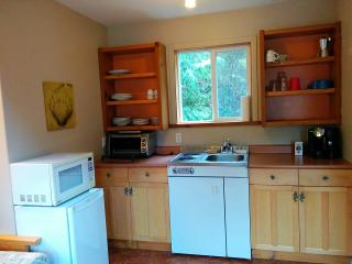 Cozy, Loft Suite in quiet neighborhood, Ucluelet